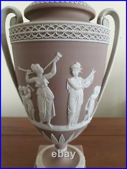 Late 18th C Early 19th C Antique Wedgwood Urn With Loop Handles And Lid RARE